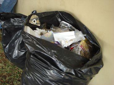 1280px-Garbage_bag